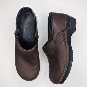 Brown dansko 40 clog shoes